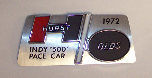 1972 H/O DASH PLAQUE MOUNTS ON GLOVEBOX
